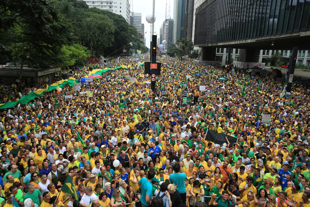 A survey by the Pew Research Center shows that corruption is not primarily what pushes Brazilians into political actions.