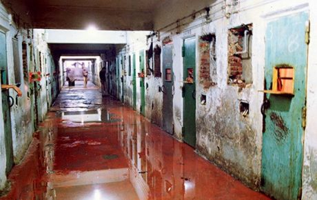 Policemen of Brazil's worst prison massacre to be re-tried Carandiru Prison Massacre