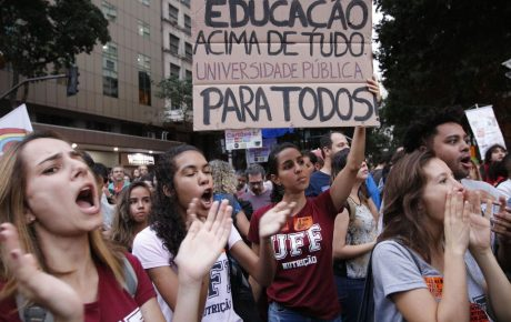 First mass anti-government protests raise uncertainties for Bolsonaro