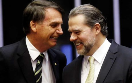 President Jair Bolsonaro (L) and Supreme Court Chief Justice Dias Toffoli
