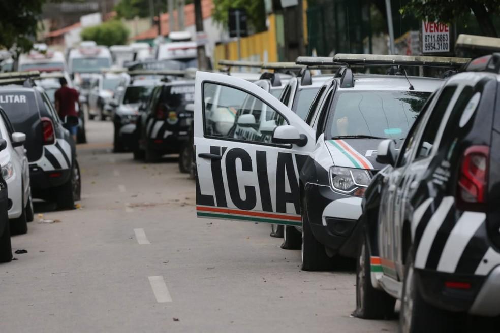 Officers on strike slashed the tires of police cars. Photo: Fabiane de Paula/SVM
