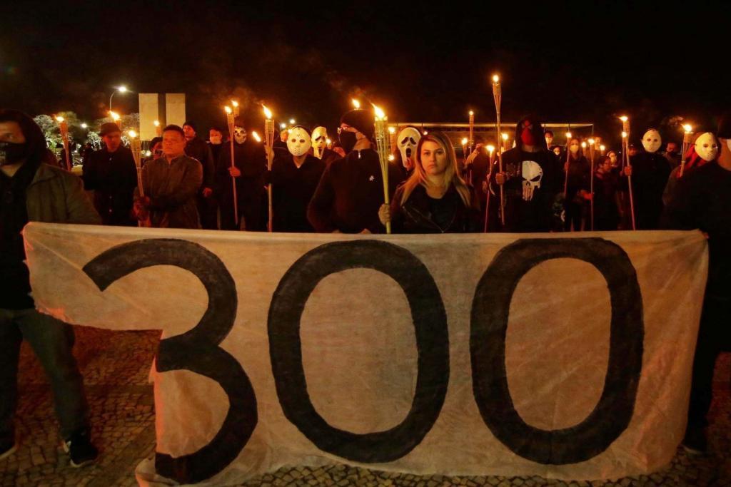 O Brasil imita os grupos de supremacia branca dos Estados Unidos, os 300 do Brasil vão para a Suprema Corte. Foto: Wallace Martins / Futura Press