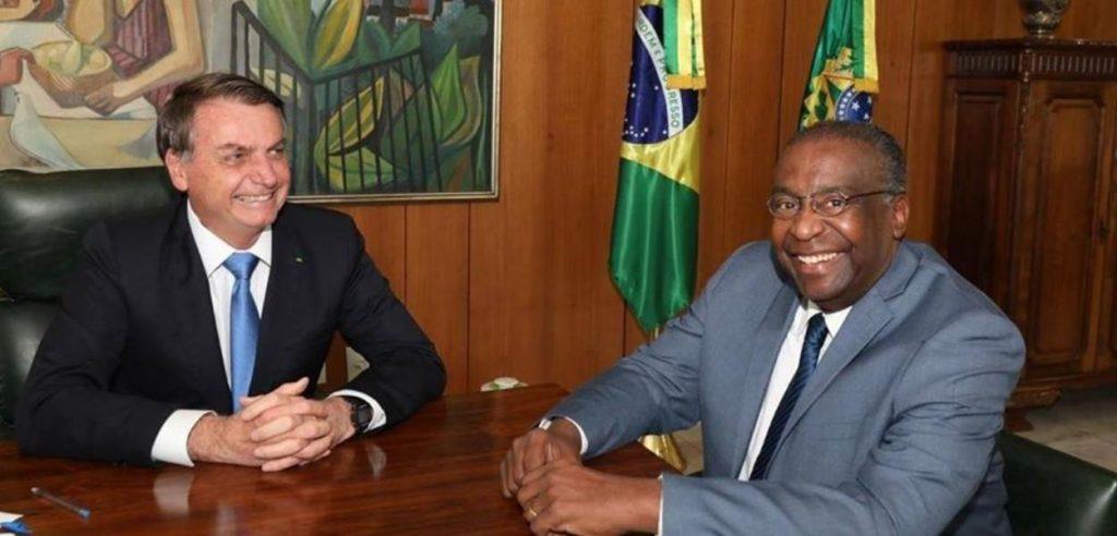 Presidente Jair Bolsonaro com o novo Ministro da Educação Carlos Alberto Decotelli. Foto: PR